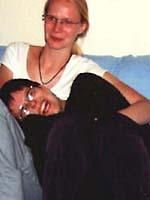 Spatz und Dora auf dem Sofa